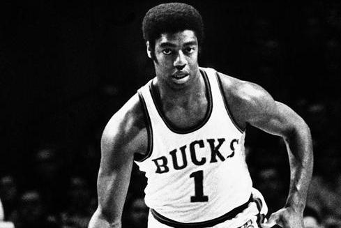 HoopsCritic Hot 50 – #11 Oscar Robertson